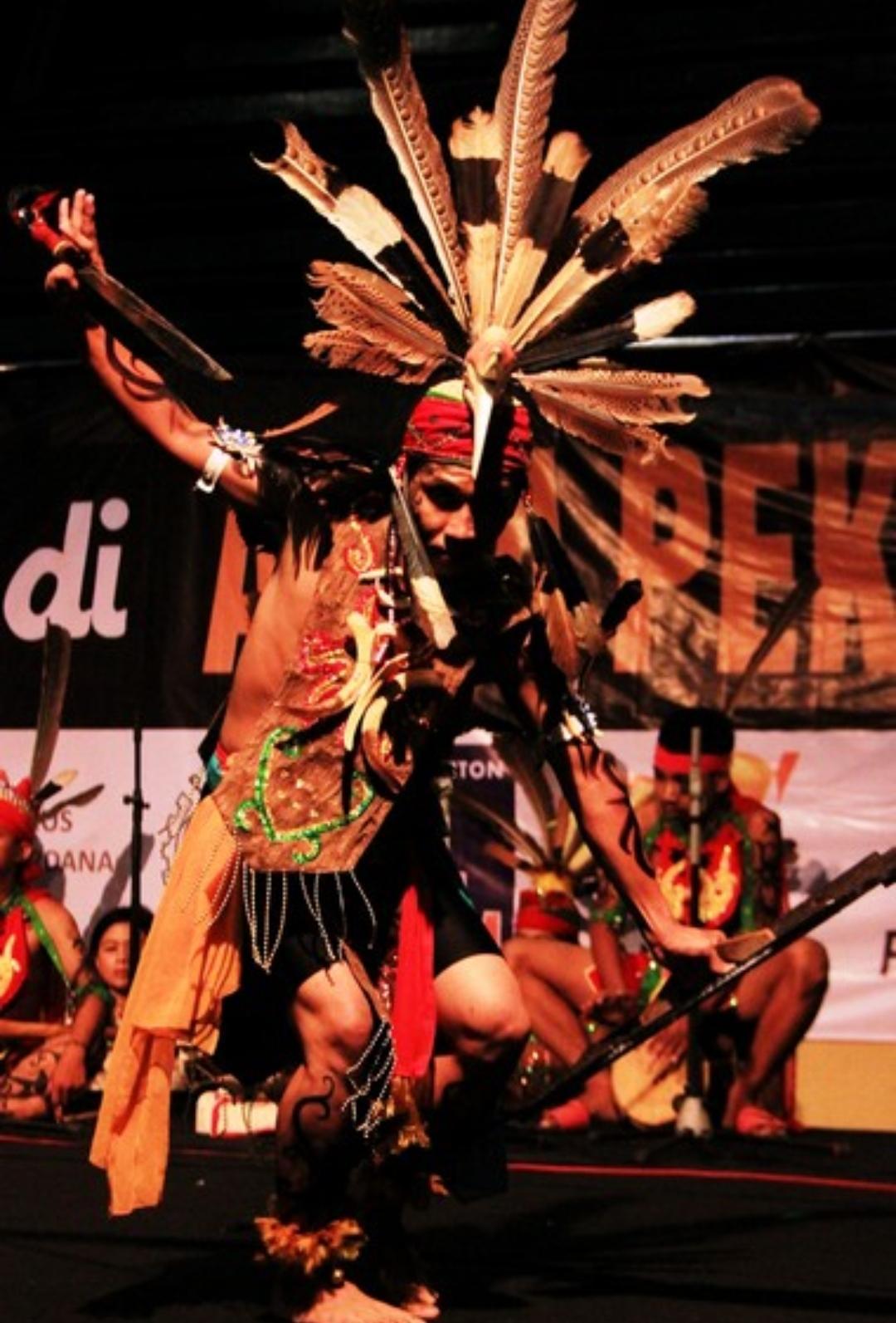 The Sacredness Of The Dayak Mandau Dance - Culture Encyclopedia