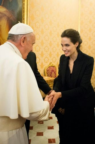 Angelina Jolie presented to the Pope's hand