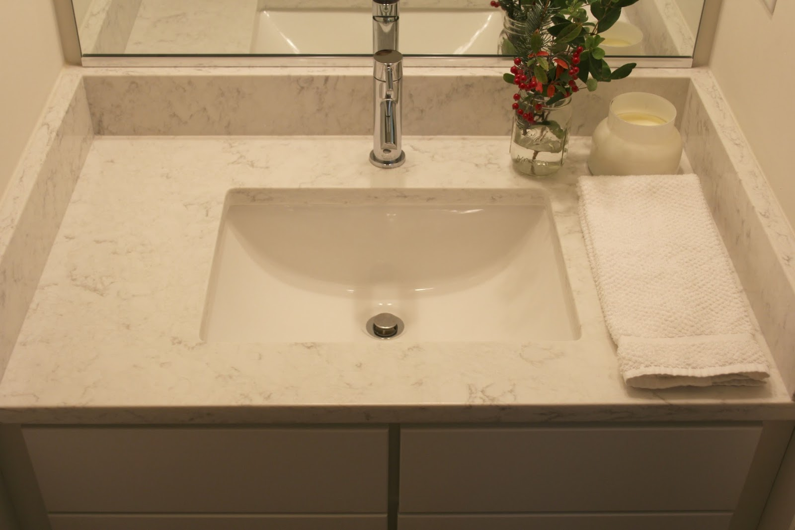 Viatera Minuet quartz countertop on a vanity in a powder room. #minuet #quartz #viatera #bathroomcounter