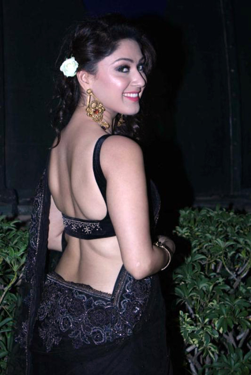 gloamorous and ideal sexy Manjari hot in black saree