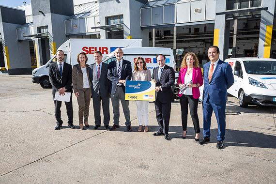 Una furgoneta de reparto transformada de combustible Diésel a GNC de SEUR