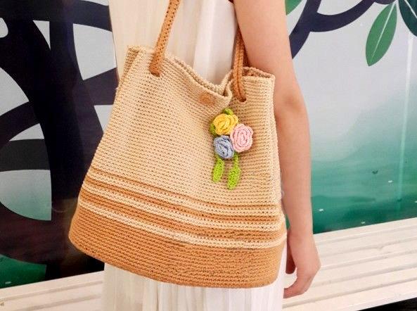 Crochet Bag, decorated with roses. Вяжем крючком сумку с розами