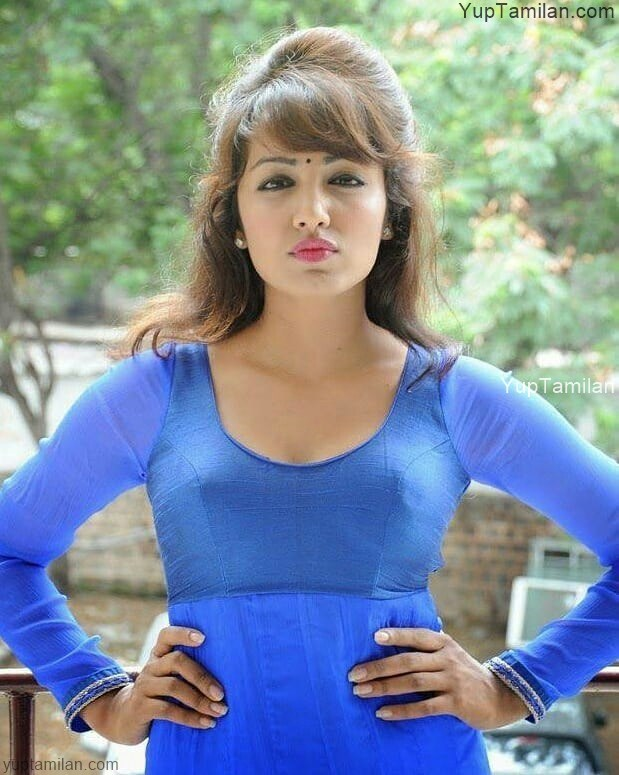 Tejaswi Madivada Sexy Photos-Hot Photoshoot in Bikini & Cleavage,Navel Pictures