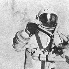 Leonov fuori dalla capsula Voshkod