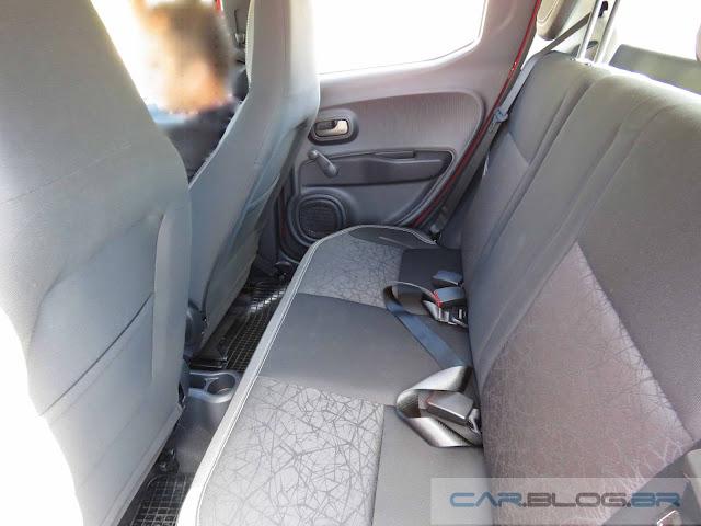 Novo Fiat Mobi 2017 - espaço no banco traseiro