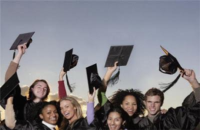 80 títulos de tesis que responden a preguntas de investigación educativa: 80