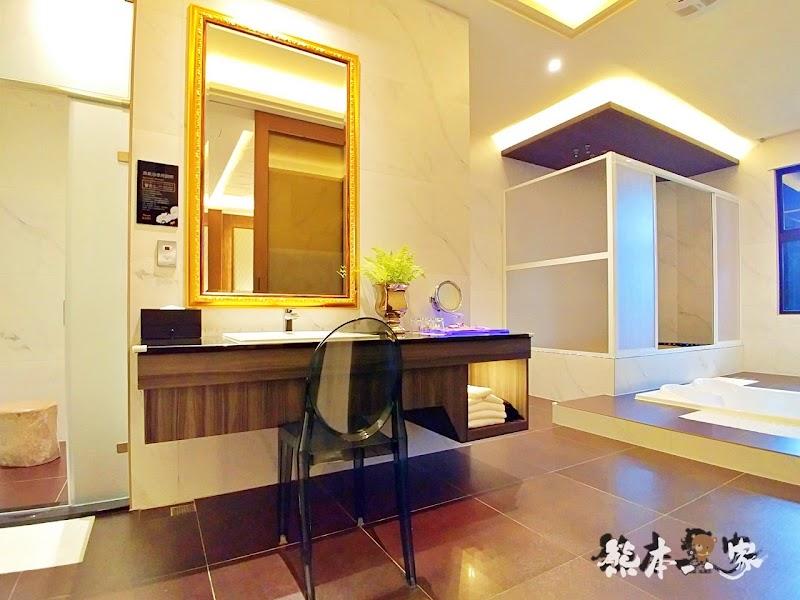 三重江月行館|挑高房型與媲美好樂迪KTV視聽室獨立空間|大窗綠化環境好舒適