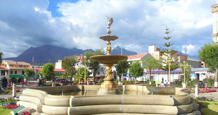 HUARAZ, ENTRE NEVADOS Y EL CIELO AZUL