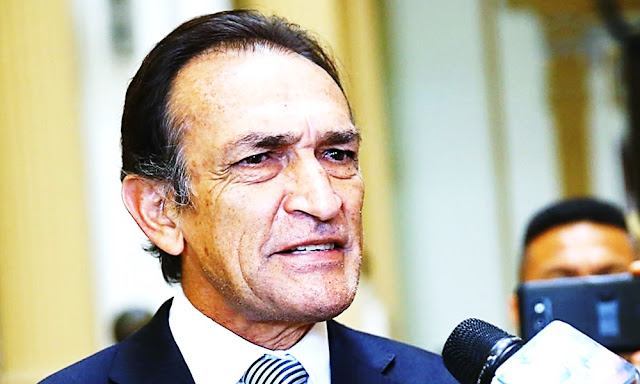 Becerril se retira de política peruana