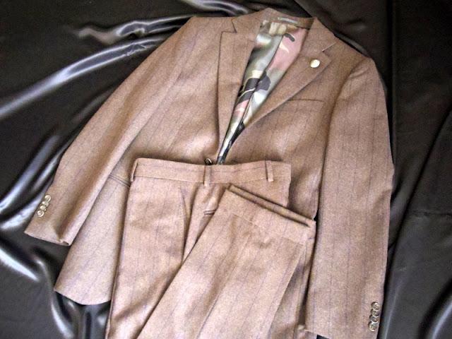 ハイドロゲンのスーツ