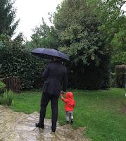 père et fils se baladent