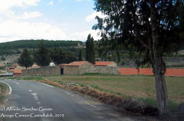 arroyo-cerezo-castielfabib-tapias-cementerio
