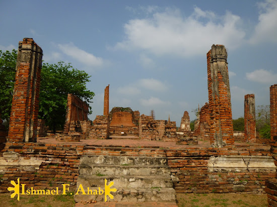 The ruined monks' house in Wat Mahathat, Ayutthaya Historical Park