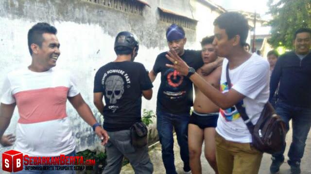 Gerebek Pengguna Narkoba Lompat dari Jendela Hanya Pakai Celana Dalam di Jalan Trikora, Medan Denai.
