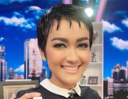 Gaya Rambut Terbaru Dan Terunik Julia Perez Yang Memikat Mata - Gaya rambut pendek jupe