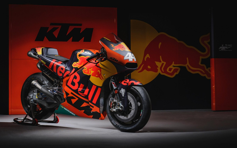 MotoGP 2017 : Tim Red Bull KTM Factory Racing resmi memperkenalkan diri, warna motornya eye catching sob
