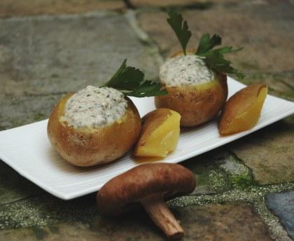 Potatoes stuffed with mushroom cream