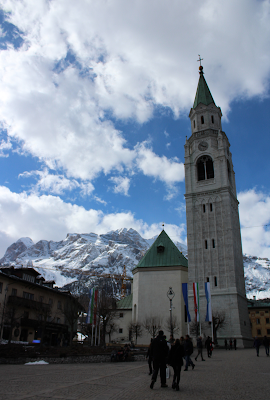 Una vista innevata da Cortina D'Ampezzo.