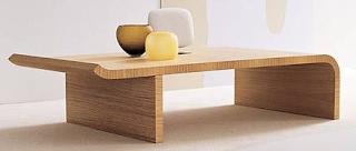 Meja minimalis untuk ruang keluarga lesehan