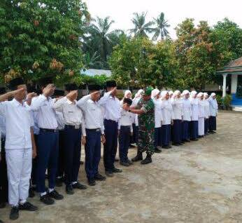 Tentara ini Latih Murid MTS Swasta Alwaslyah Simpang Merbau Tentang PBB