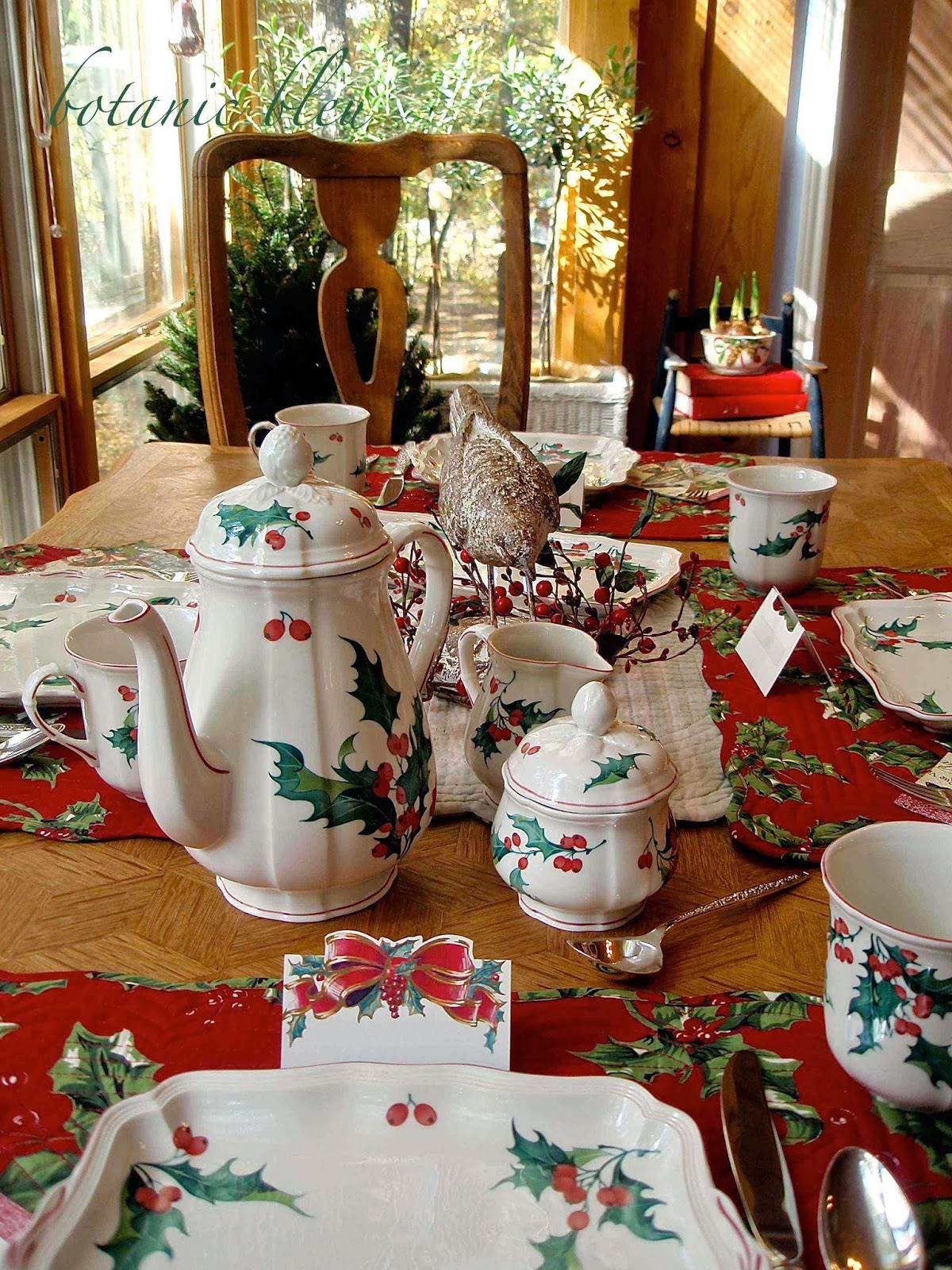 Botanic Bleu Christmas Holly Breakfast Table