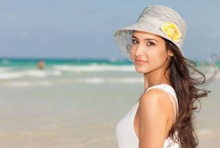 Main di Pantai Setelah Facial Pantangan Wanita