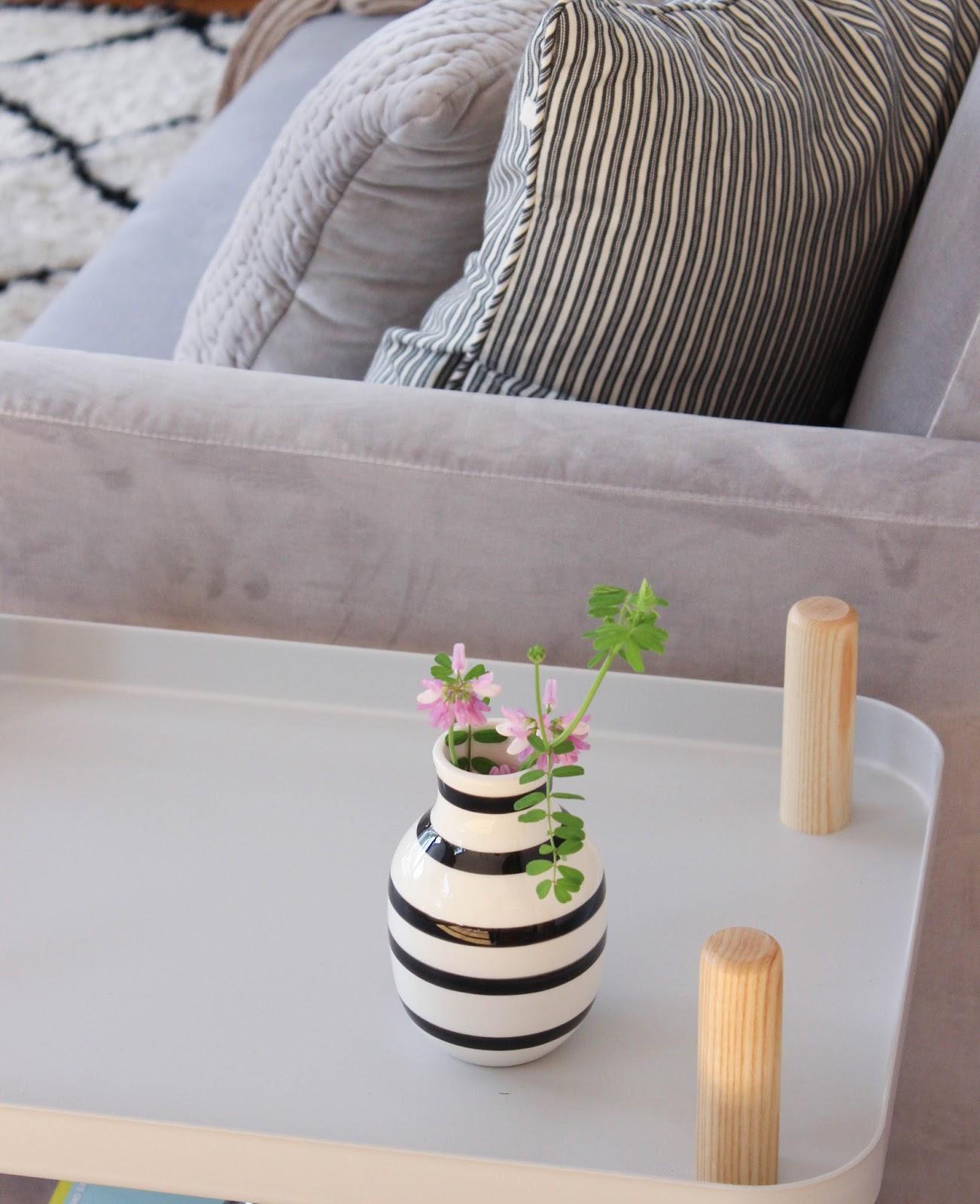 interior unser neues samtsofa maditas haus lifestyle und interior blog. Black Bedroom Furniture Sets. Home Design Ideas