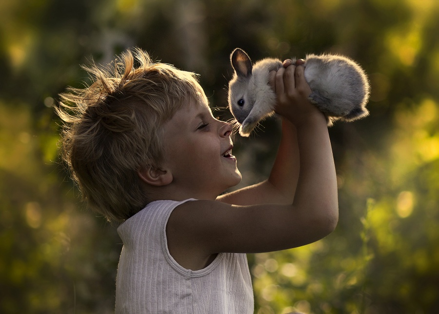 30 happy children from around the world who just love to play