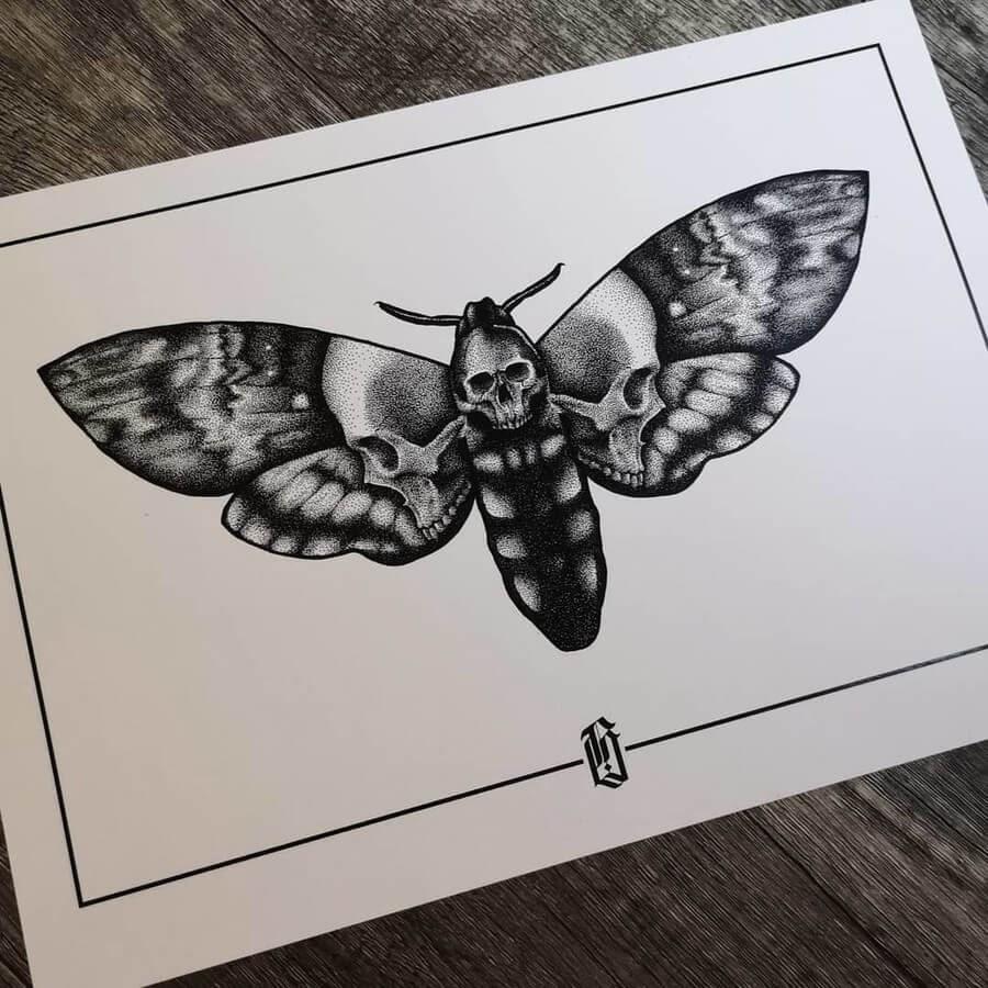 04-Death's-head-Hawk-Moth-bloopdots-www-designstack-co