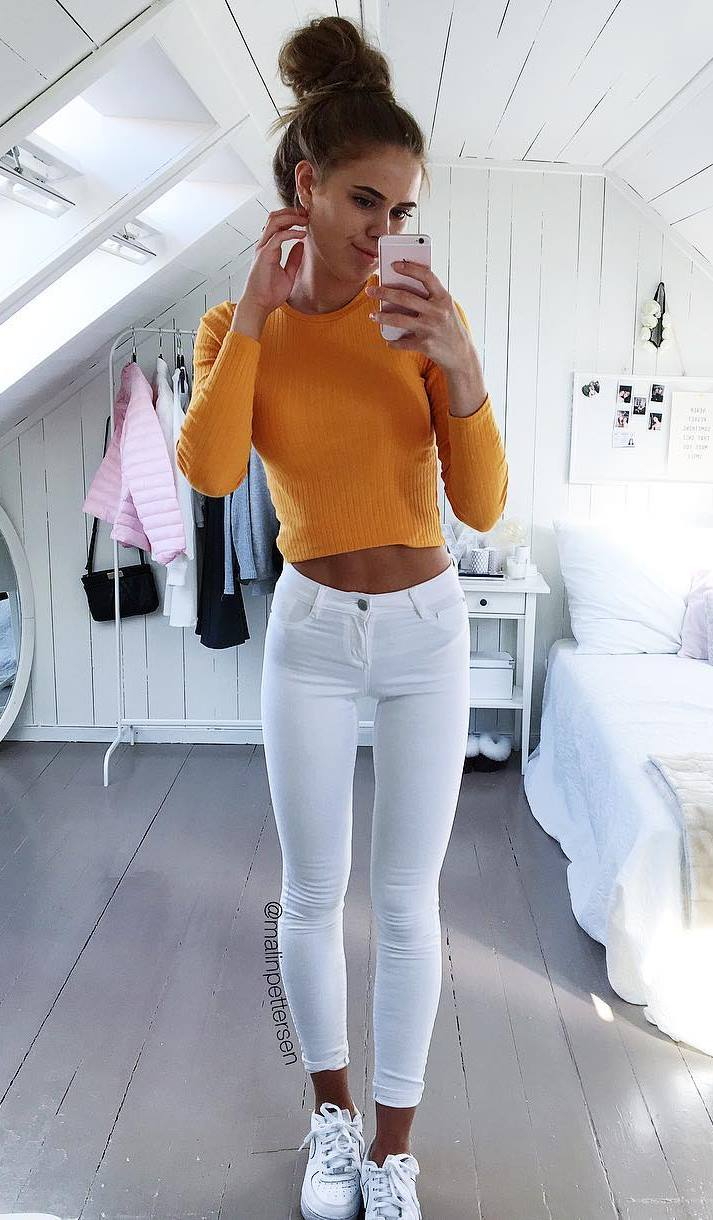 comfy outfit idea / orange top + white skinnies + sneakers
