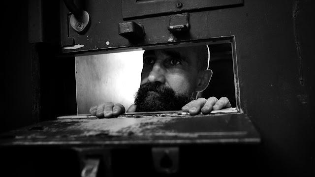 Ở cấp độ thứ hai, tù nhân biệt giam sẽ trải qua sự trầm cảm nặng.