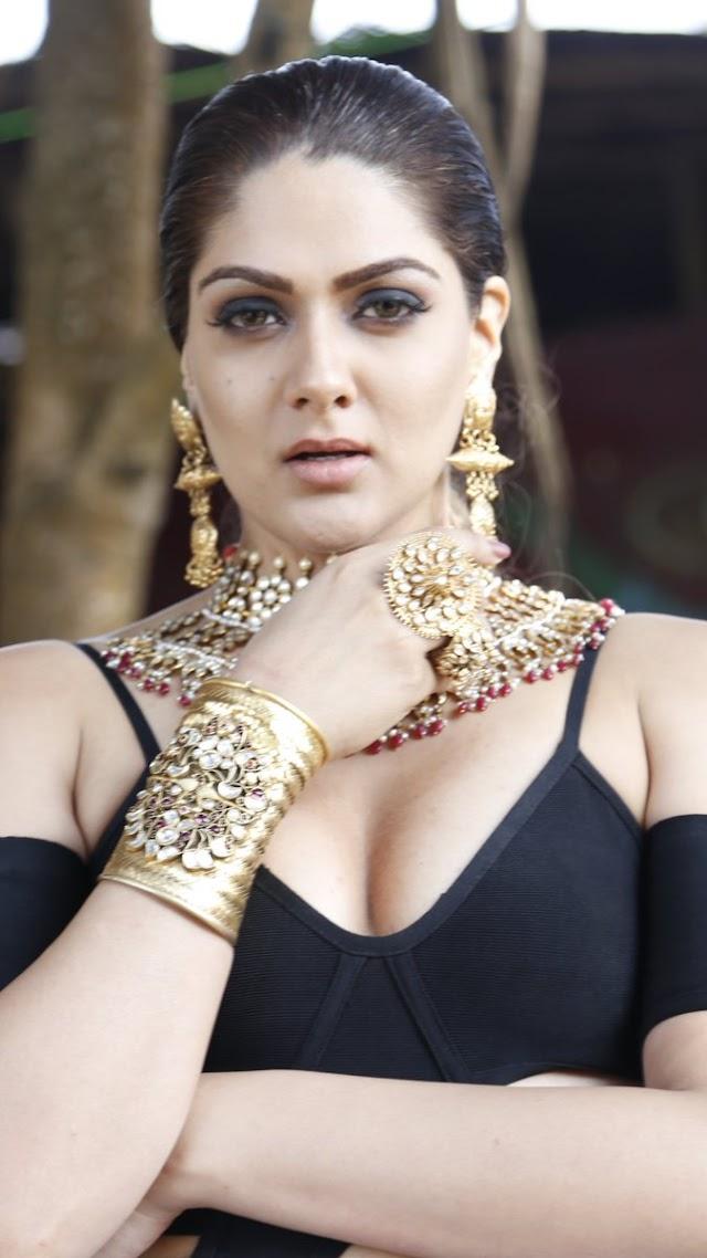 Actress Sakshi Chaudhary in Bikini Hot latest Photo Shoot set-1
