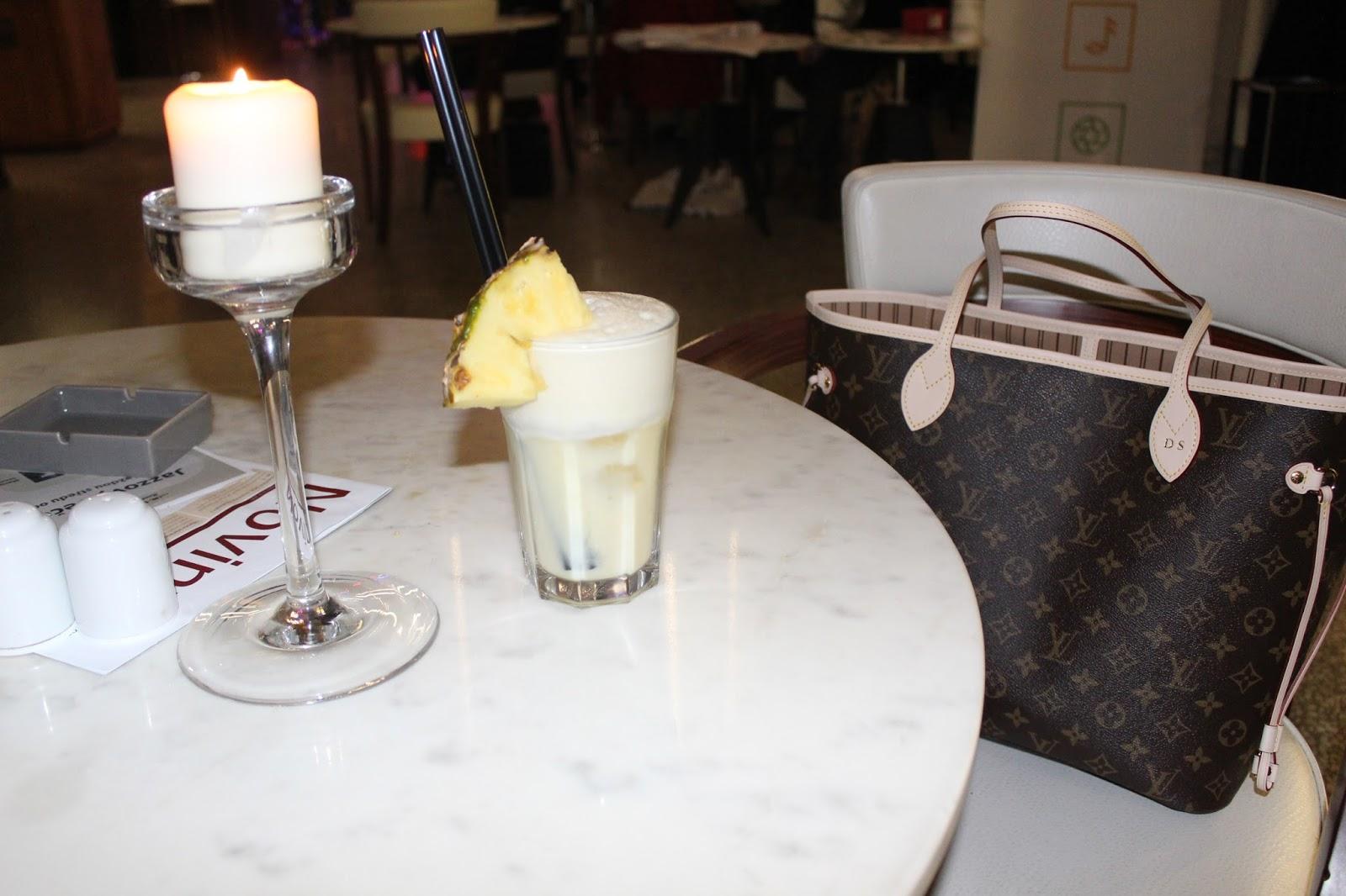4fed0fd000 Kabelky Louis Vuitton se mi líbí v jednoduchých outfitech