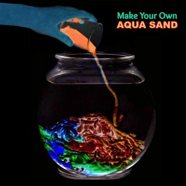 FUN KID PROJECT: Make glow-in-the-dark aqua sand! #glowinthedarkactivities #glowinthedarksand #aquasand #aquasandrecipe #aquasanddiy #playrecipesforkids