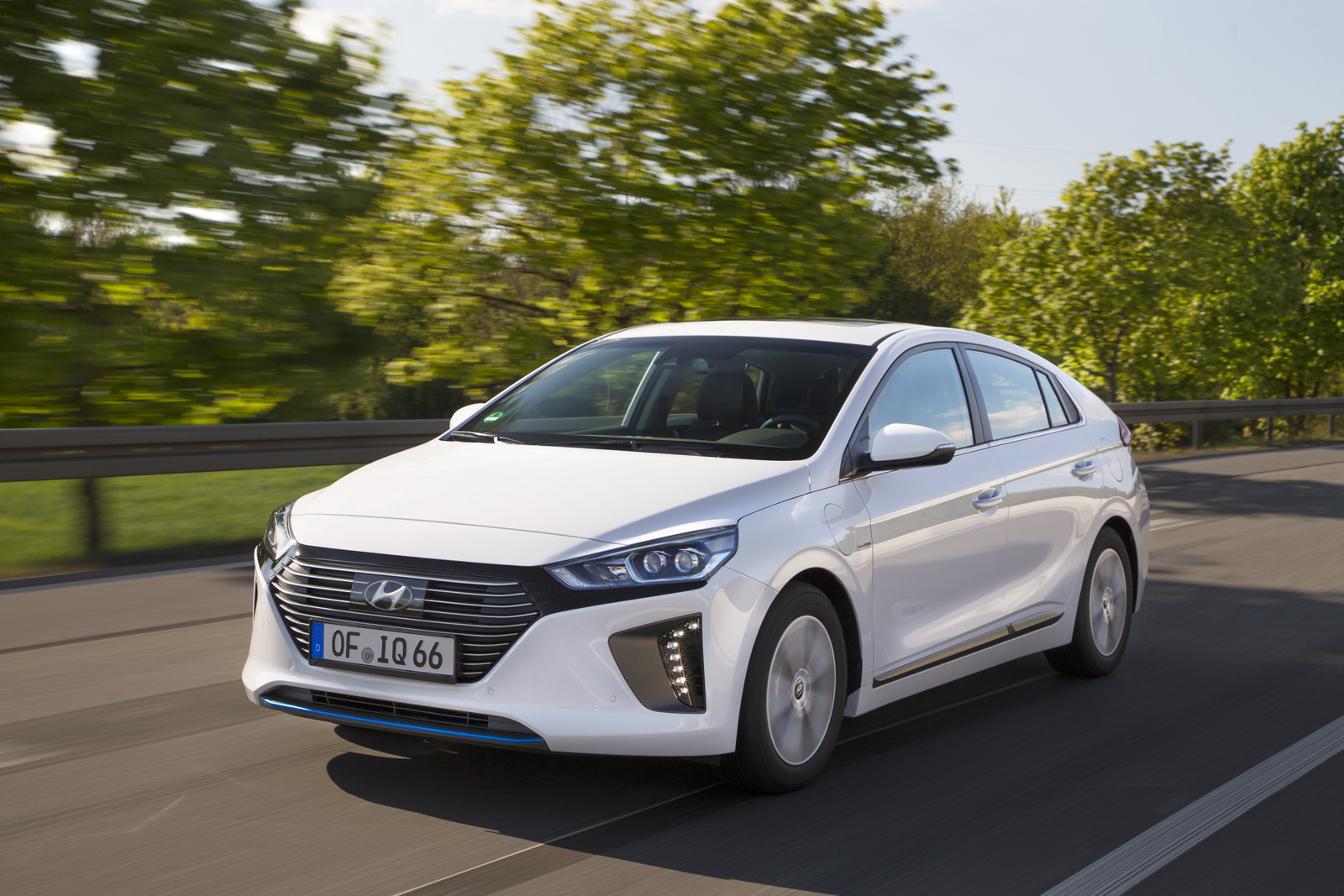 hyundai ioniq plug in hybrid now available for order in europe 40 pics carscoops. Black Bedroom Furniture Sets. Home Design Ideas