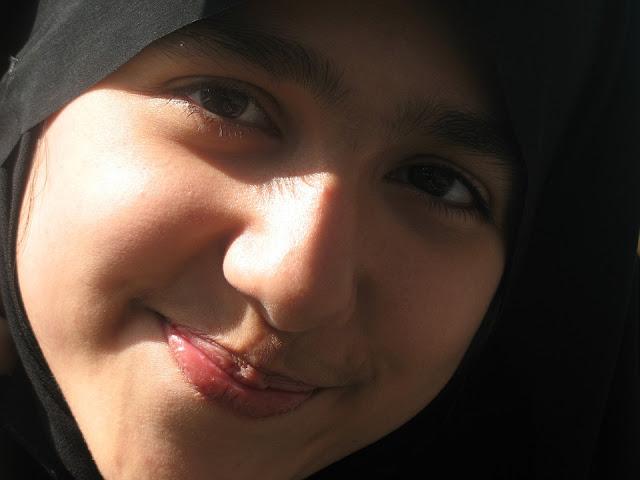 10 Keuntungan Yang Didapatkan Muslimah Yang Gak Suka Dandan, Mau?