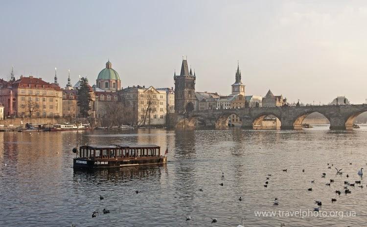 Карлов мост и речной трамвайчик