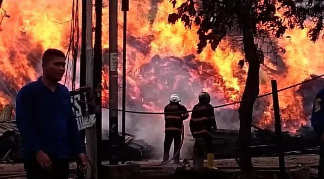 Heboh di Palembang, Kobaran Api Berbrntuk Penampakan Wajah Anjing