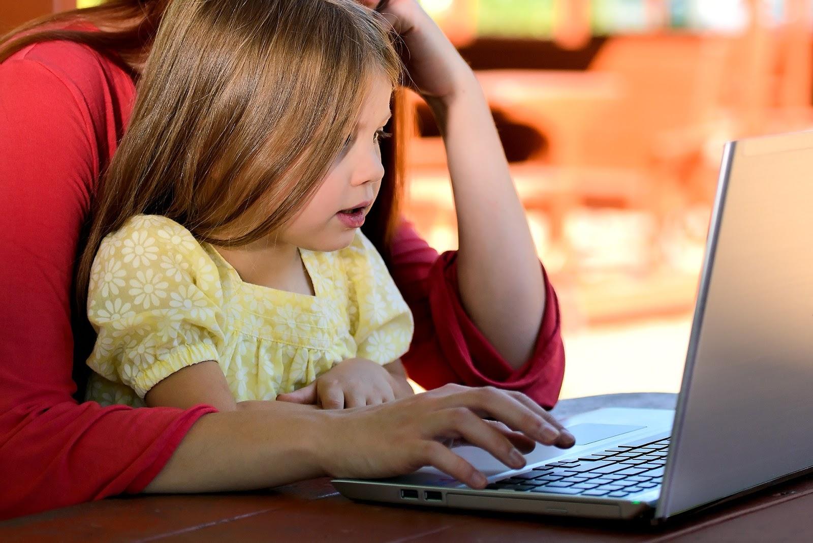 Przysposobienie internetowe – jak wprowadzać dzieci do Sieci
