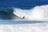 14 Koa Smith ens Pipe Invitational foto WSL Damien Poullenot