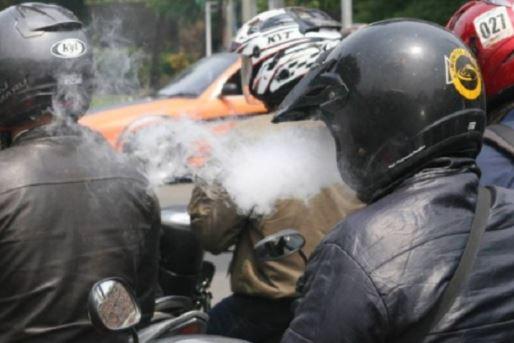 dilarang merokok di jalan raya