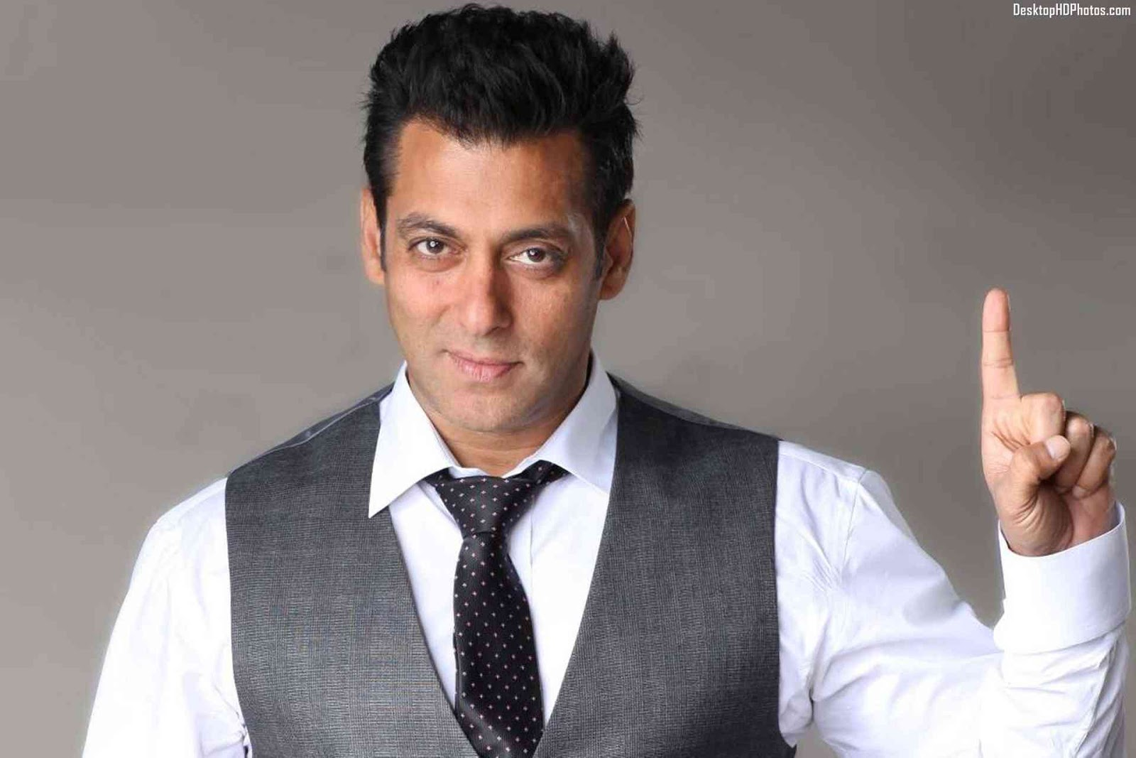 Salman khan hd wallpapers latest pics images 2016 for Current wallpaper trends 2016