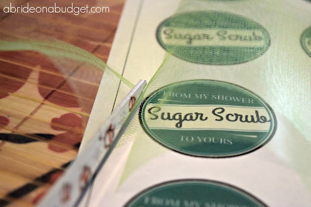Need a FANTASTIC bridal shower idea? Make these Mint Sugar Scrub Bridal Shower favors from www.abrideonabudget.com. PLUS, you can even get a free printable for the cute favor tag!