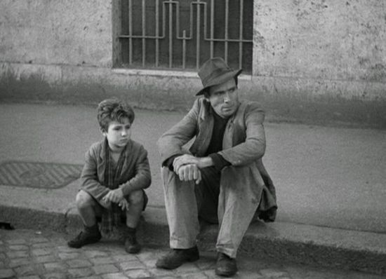 Enzo Staiola and Lamberto Maggiorani sitting by the road in Bicycle Thieves