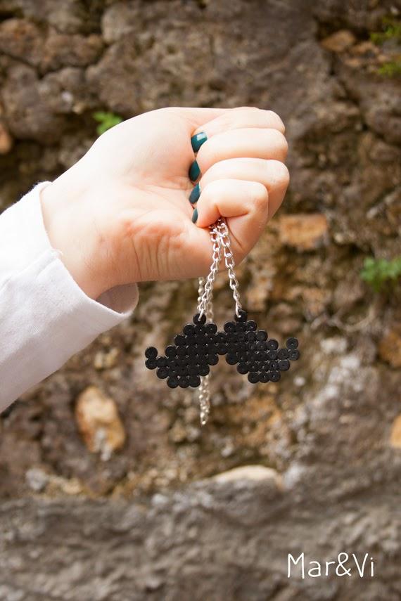 Cómo hacer un collar de bigotes con hama beads