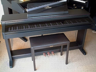 Đàn piano điện Yamaha CLP-123 Cũ Giá Rẻ