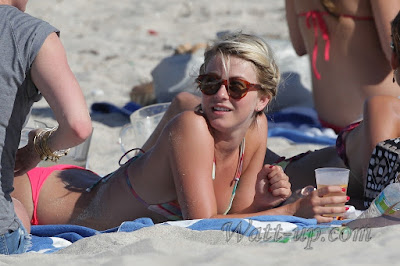 http://www.watt-up.com/j_gallery/Julianne_Hough_Bikini_3/slides/Julianne_Hough%20(1712).html