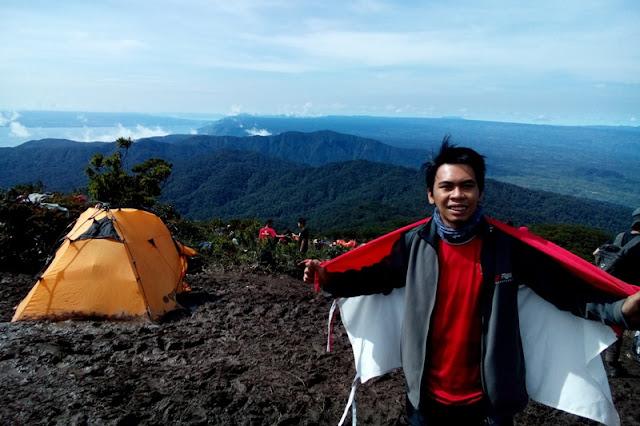 Merah Putih di puncak gunung Sibuatan