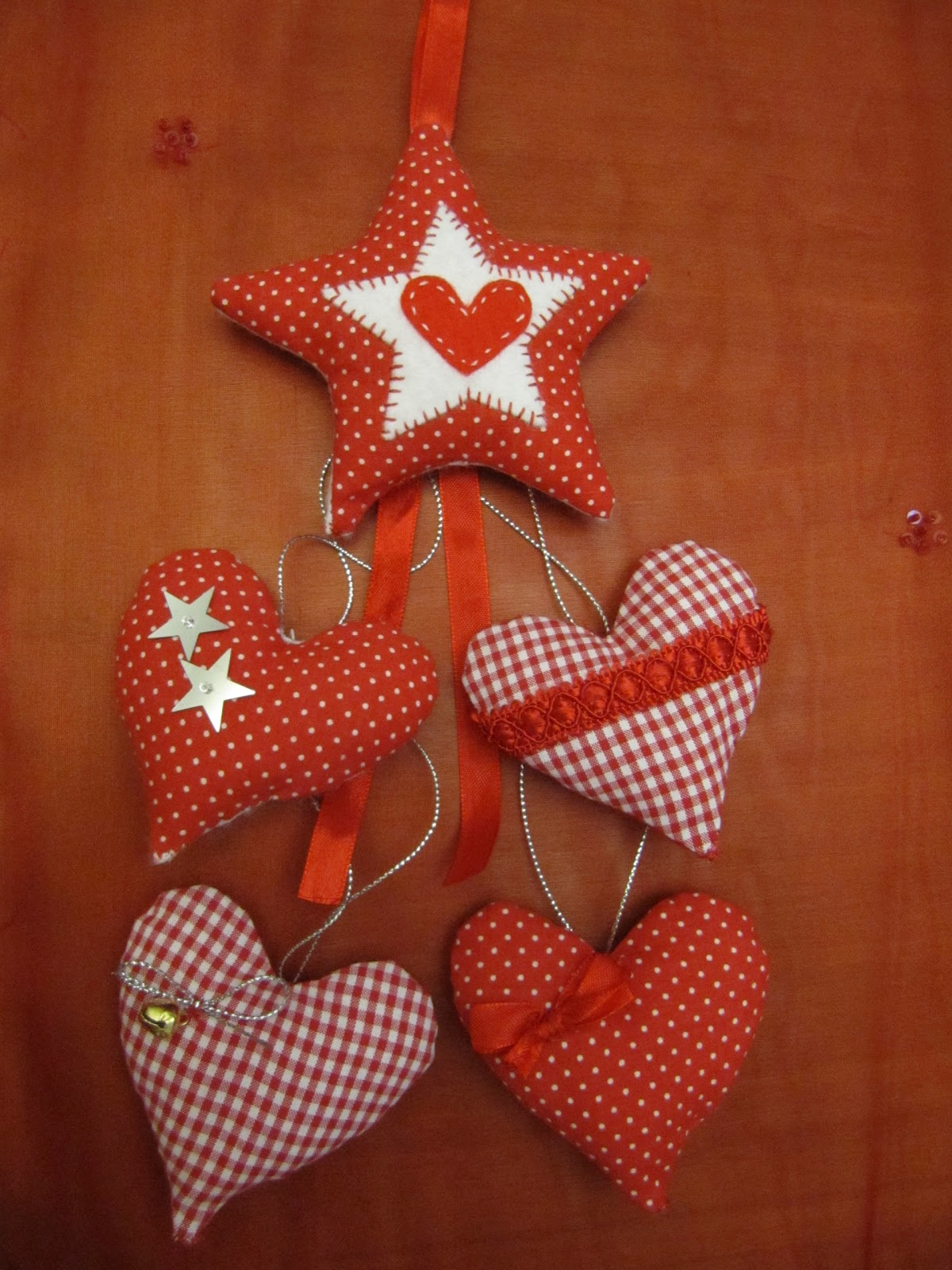 De tot un poc corazones de tela para decorar - Arbol de navidad tela ...