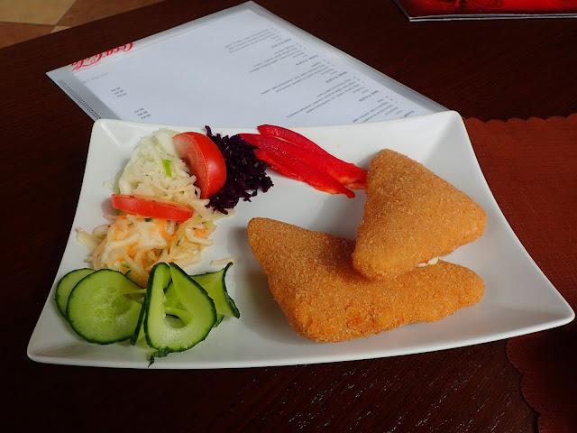 Smazeny syr w hotelu Piast